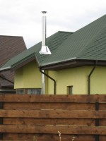kaminas ant namo stogo